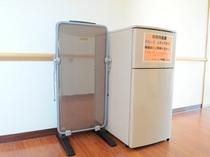 各階の廊下に共同で使用できる冷蔵庫とズボンプレッサーをご用意しております。