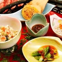 蕎麦の実を京都白味噌で和え、香ばしく焼きあげた「焼き味噌」。お酒がすすむ事確約★