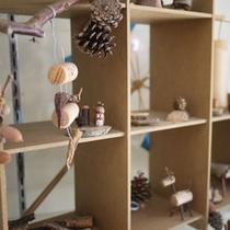 *【施設】館内には、工作体験された皆さんの作品が飾ってあります。