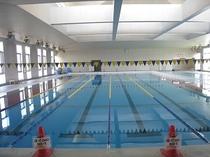 25m屋内温水式。25m温水プールは、目的に合わせて快適にお使いいただけます。
