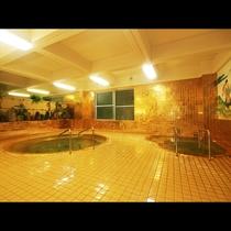 きらきら光る黄金風呂は宿自慢のお風呂です