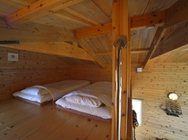 ロフトには2名様分の寝具をご用意しております
