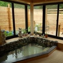 テラス付が開放的な洋風風呂