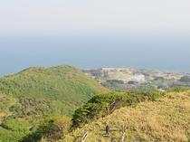 【つつじ公園】展望台からは山と海が一度に眺められます。