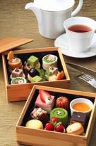 【ラウンジ】竹のお重箱で提供するアフタヌーンティーセット♪