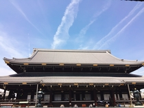 【東本願寺】京都駅前という好立地。立派な山門と広い境内に圧倒されます。