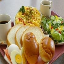 シングル朝食付プラン(S1室1名様税込5300円・S1室2名様税込6200円)の朝食の写真です