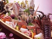 伊勢エビと地魚の舟盛り(例)