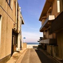 海岸までの小路