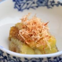 小鉢-地元木曽の新鮮食材をふんだんに使った料理です。