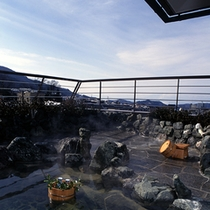 貸切露天風呂で日本酒