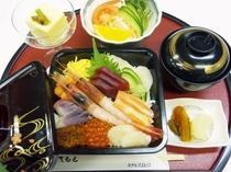 【夕食1500円コース メニューの一例】海鮮丼