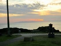 野島崎灯台から大島を眺める