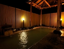 夜の露天風呂(夏)