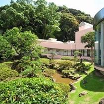 坪を誇る緑豊かなる大庭園