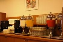 お水の他に、ジュース、お茶、コーヒーございます