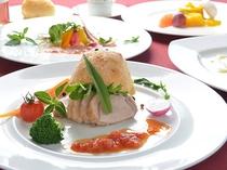 夏季限定プラン洋食ディナーコース<大西海豚とパサージュ産ハーブの塩パイ包み焼き>