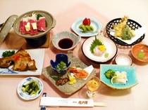 【夕食例】献立内容は季節により変わります。