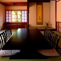 伍番(皐月)【8帖+6帖】皐月をモチーフにしたステンドグラスを配したお部屋です。