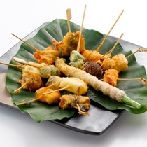 【串揚げ・通常メニュー】伊良湖の魚介、旬の野菜をアツアツの状態でお出しいたします。