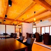 【食事処】天井を高くすることで空間性と快適性を取り入れた食事処