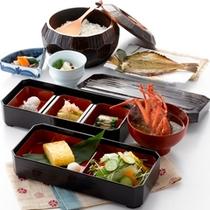 【朝食】釜炊きご飯、地魚・地野菜をふんだんに使った体に優しい朝食です。