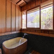 *貸切風呂/やさしい木の香りがほのかに薫る家族風呂。空いていれば、時間制限なくご利用いただけます。
