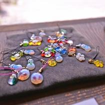 *お土産品/ガラスの携帯ストラップ。陽のひかりに翳すとまるで宝石のよう。