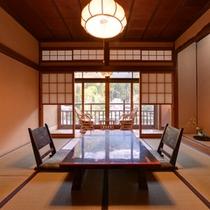 """*桔梗の間/純和風の客室は気品ある落ち着いた風情。""""玉堂美術館""""を望む絶景のロケーション。"""