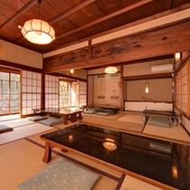 *もみじの間/10畳二間続きのお部屋。大家族やグループでのご宿泊におすすめです。