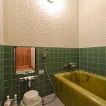 *桔梗の間/こちらのお部屋はお風呂付。お好きな時にご入浴下さい。