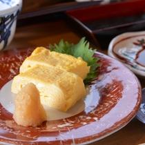 *ご朝食一例/絶品と評判の高い、河鹿園の卵焼き。