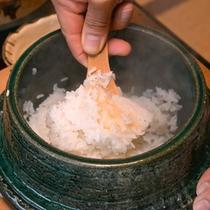 *ご朝食一例/土鍋で炊くホカホカの白飯。おこげもしっかりついてます◎