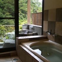 【離れ和室】内湯に露天岩風呂もございます♪