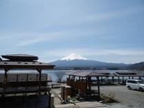 10人用コテージC型から眺めた富士山と河口湖