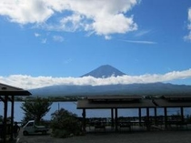 戸沢センターからの秋の富士山とたなびく雲