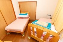 8人用D型2階洋室(寝室)