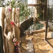 バリ風展望温泉で常夏の楽園ムードで癒しの羽を伸ばしてみてはいかがでしょうか?