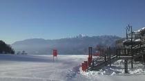 早朝の富士見高原スキー場ゲレンデ