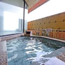 ■檜水の湯/露天風呂■爽やかな風を感じながら、湯浴みを楽しめる贅沢♪