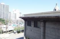 低層階禁煙シングルルームからの眺望(築地本願寺側)
