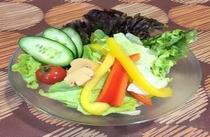 毎朝築地直送の新鮮サラダ