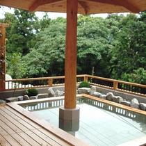森林浴風の「木」の湯殿