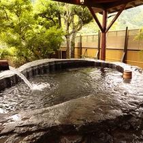 【日本一の巨石風呂2】