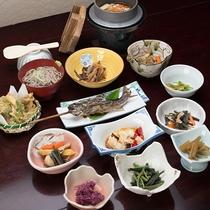 *【夕食(訳あり)】豊富な山菜やキノコを使った料理など山の幸をご堪能下さい!
