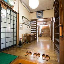 *館内(玄関)大自然に囲まれた宿。裏五頭の自然を堪能することができます