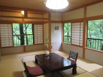 *【本館和室(一例)】自然に囲まれた癒しのお部屋。全室から中ノ沢川を眺められます。
