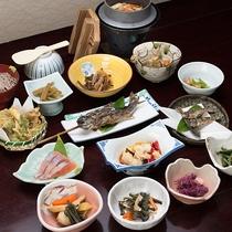 *【スタンダード料理(一例)】 自家無農薬野菜や採れたての山菜やキノコなど、こだわり食材を使用。