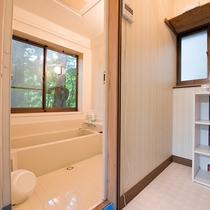 *部屋(別荘かわせみ)お部屋備え付けのユニットバスを利用ください