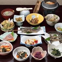*【夕食(STD)】四季折々の、山・川の食材を使った、料理をご提供致します。